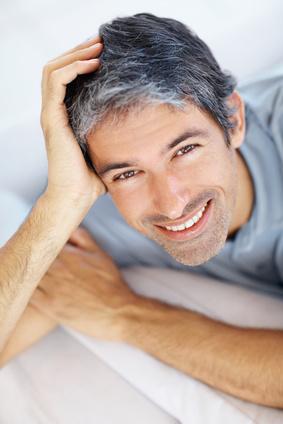 pánský účes šedivé vlasy