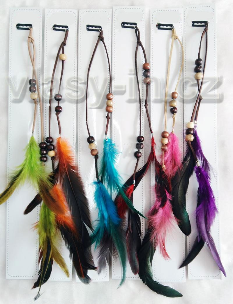 Ozdoba do vlasů z barevných peříček