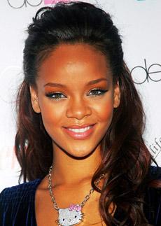 účes Rihanna - dlouhé vlasy