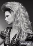 Noblesně stylizované dlouhé vlasy s vlnami