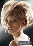 Volně spuštěné prameny z vyčesaných vlasů pro ambiciózní vzhled