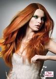 Úžasná kombinace barev a perfektní sestřih dlouhých vlasů