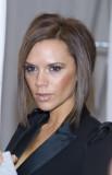 Victoria Beckham - Polodlouhé mikádo střižené do podkovy, hnědé barvy