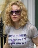 Madonna - Splývající vlnitý blond účes