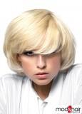 Polodlouhé mikádo z rovných blond vlasů, podfoukané dovnitř