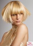 Krátké odstávající blond mikádo s rovnou ofinou