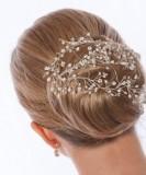 Svatební vlasová ozdoba z perel na vlasech upevněných v týle