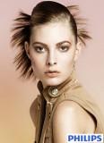 Efekt vějíře z sčesaných vlasů dozadu, tvořící večerní účes