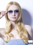 Odlehčené vlny v dlouhých blond vlasech