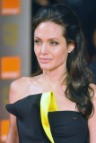 Angelina Jolie - Hvězdný společenský účes z lehkých vln v polorozpuštěných vlasech