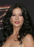 Catherine Zeta Jones - Bohaté velké vlny na hustých, dlouhých vlasech