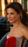 Sandra Bullock - Ležérně popuštěné prameny z hustého culíku