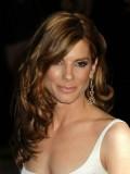 Sandra Bullock - Žensky měkké vlny na dlouhých melírovaných vlasech