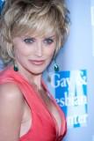 Sharon Stone - Bohatý objem krátkých sestříhaných vlasů