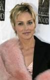 Sharon Stone - Přirozeně promelírované světlé vlasy krátké délky