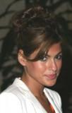 Eva Mendes - Zatočené kudrliny do společenského drdolu s ofinou na bok