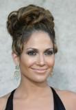 Jennifer Lopez - Večerní variace objemného drdolu z dlouhých vlasů