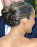 Jennifer Lopez - Romanticky laděný drdol ze zatočených vln do společnosti