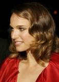 Natalie Portman - Náznak zvlnění na polodlouhém účesu