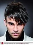 Chladná image vlasů upravených do