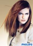 Pěšina výrazně na straně na dlouhých vlasech