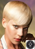 Uhlazený byznys účes z krátkých blond vlasů