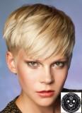 Mladistvý prostřih krátkých vlasů v blond