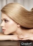 Hladké okouzlení z dlouhých blond vlasů