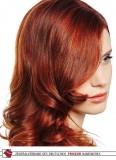 Svůdná patka na červených zvlněných vlasech