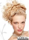 Styl řecké bohyně na svatbu z blond kudrlinek