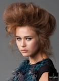 Excentrický look vlasů vzhůru