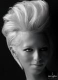 Vyfoukaná extravagance dovrchu z krátkých vlasů