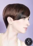 Slušná uhlazenost v dvojbarevnosti krátkých vlasů