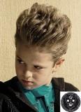 Rošťácký styling vzhůru z krátkých vlasů