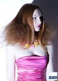Éterické zkrepatění spodní části vlasů na párty