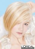 Blonďatá svěžest v mikádu v blond