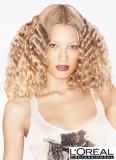 Pevné lokny z dlouhých blond vlasů