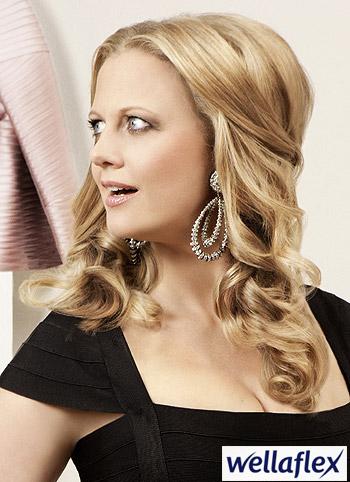 Ženský glamour vlnitého společenského účesu