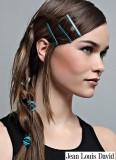 Vlasové doplňky ve spletených vlasech