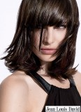 Zdravě lesklé vlasy s ofinou