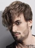 Tajemný výraz zpod zvlněných vlasů