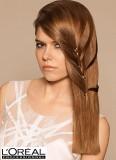 Ozdoba spletená z vlasů na dlouhém účesu
