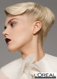 Svérázný look upnutého drdolu v blond