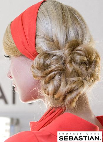 Ležérní uzel z vlasů s čelenkou