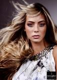 Rozevlátý romantický účes z dlouhých vlasů