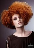 Moderní afro mikádo rezavé barvy