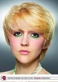 Krátký bob s ofinou, blond  barvy