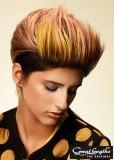 Vzhůru stylizovaný střih krátkých vlasů