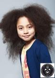 Rošťácké afro v dlouhých vlasech