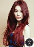 Sestříhaný look z rovných červených vlasů